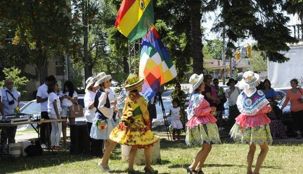 """La danza """"Kullawada"""" une a comunidad boliviana en Toronto."""